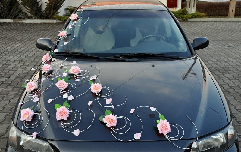 Svatební dekorace na auto - Výzdoba auta růžičky s listy