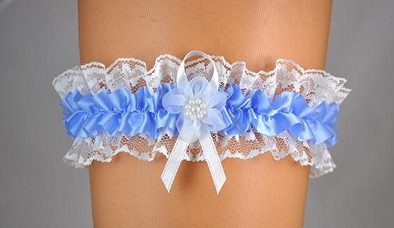 Doplňky pro nevěstu - Krajkový podvazek s modrou stuhou