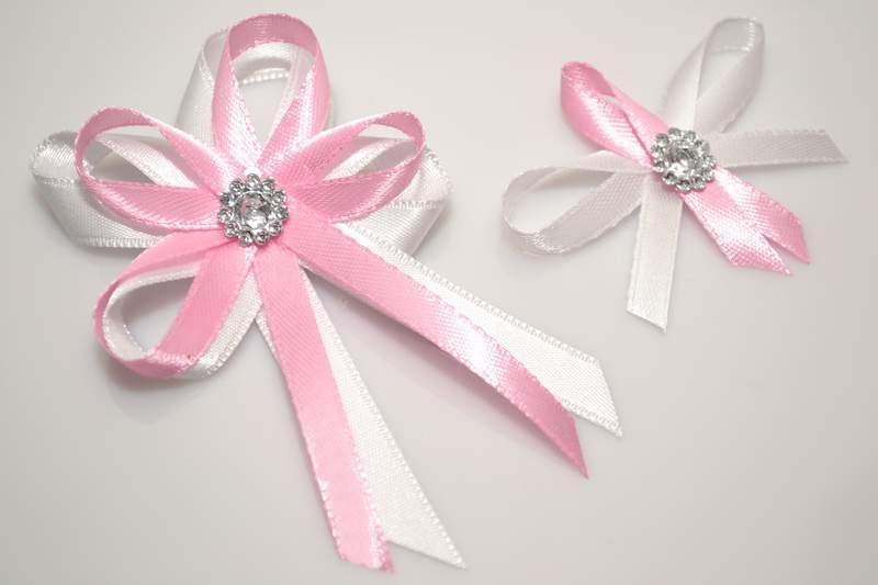 Svatební vývazky, placky a stuhy - Svatební vývazek s broží - růžová
