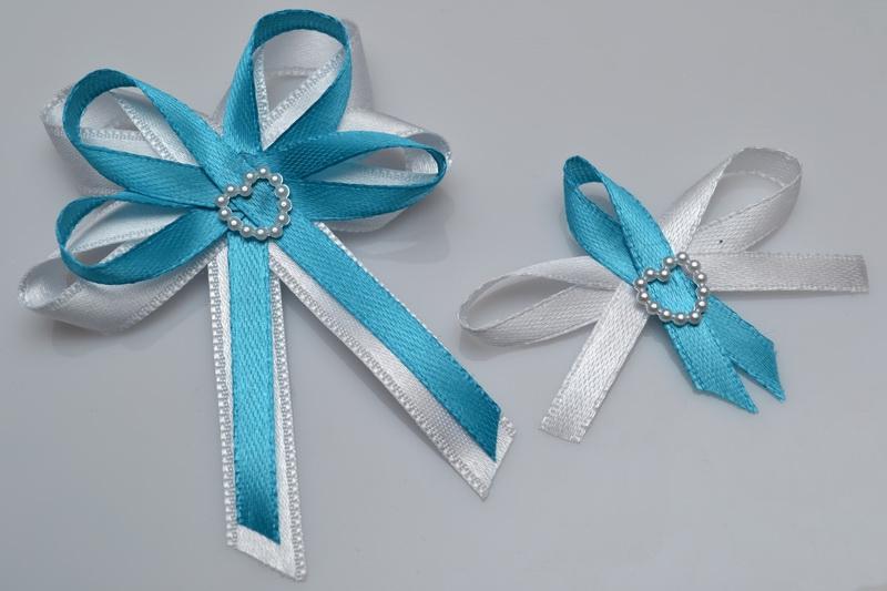 Vývazky, placky a stuhy - Svatební vývazek s perleťovým srdíčkem - tyrkys