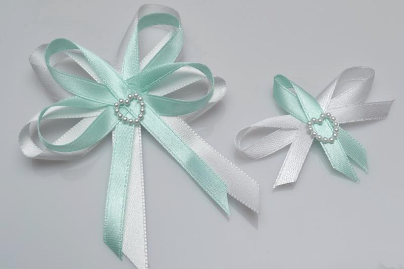 Vývazky, placky a stuhy - Svatební vývazek s perleťovým srdíčkem - máta
