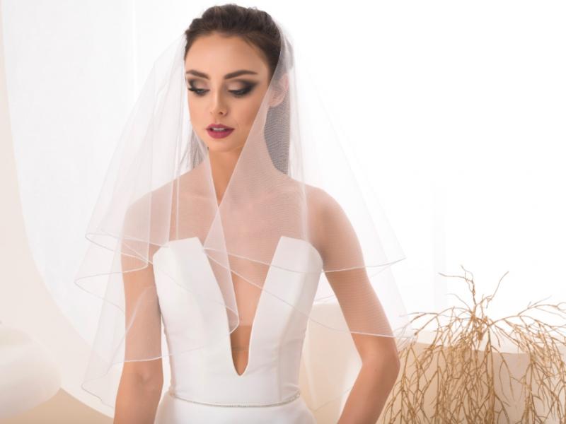 Doplňky pro nevěstu - Svatební závoj se stříbrným okrajem
