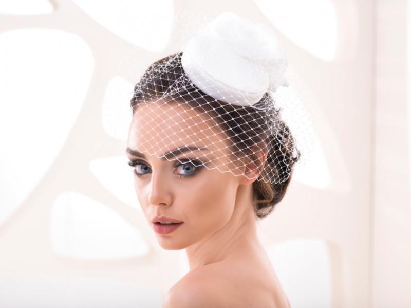 Doplňky pro nevěstu - Svatební klobouček se síťkou