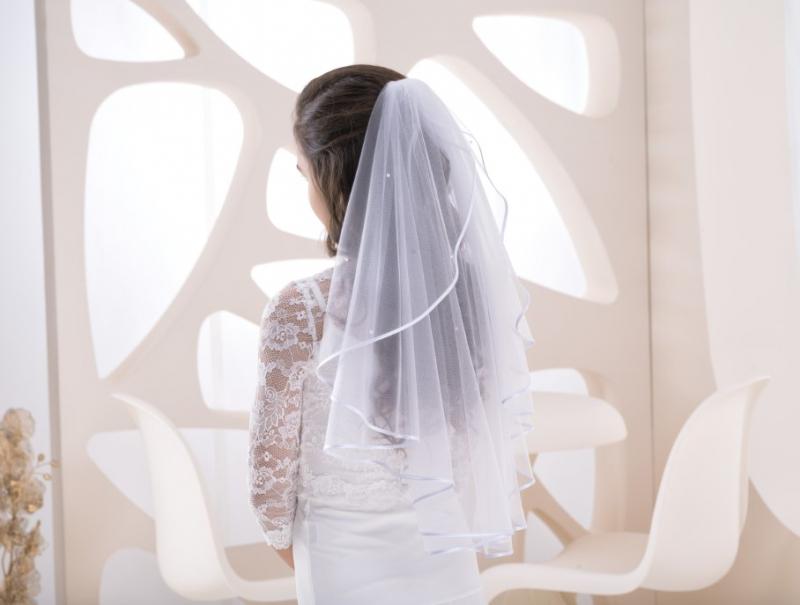 Doplňky pro nevěstu - Svatební závoj zdobený perličkami