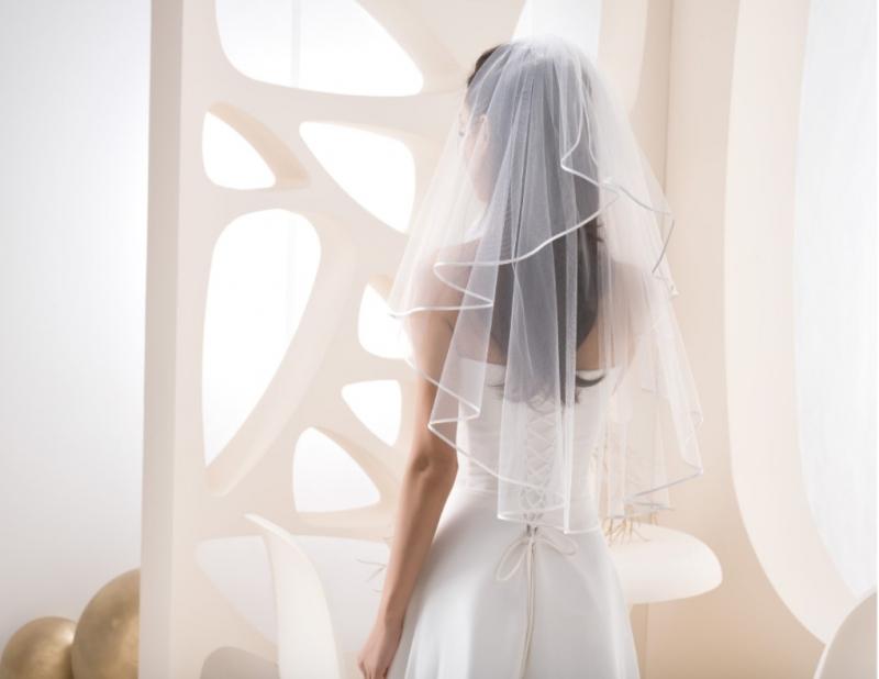 Doplňky pro nevěstu - Svatební závoj s lemem