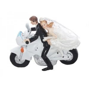 Nevěsta s ženichem na motorce